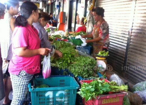 ผู้ค้าผักตลาดลาดพร้าวเชื่อราคาผักสูงขึ้นช่วงกินเจ