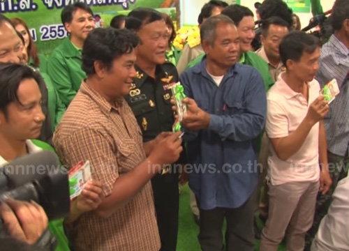 ธ.ก.ส.ลพบุรีคึกชาวนารอรับเงินช่วย1,000บาท