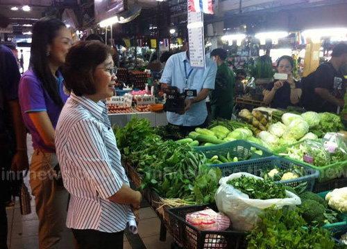 พณ.ตรวจตลาดย่านบางกะปิพบราคาผักขึ้นราคา