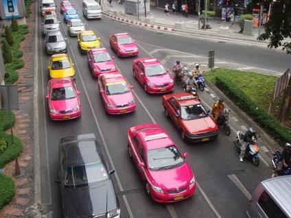 แท็กซี่ขู่ขึ้นราคา รัฐรอผู้ใช้ตัดสิน