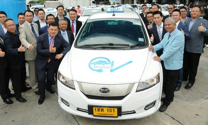 """""""แท็กซี่ไฟฟ้า"""" มาแล้ว! ให้บริการ 101 คันแรกเดือน ก.ย. 2561"""