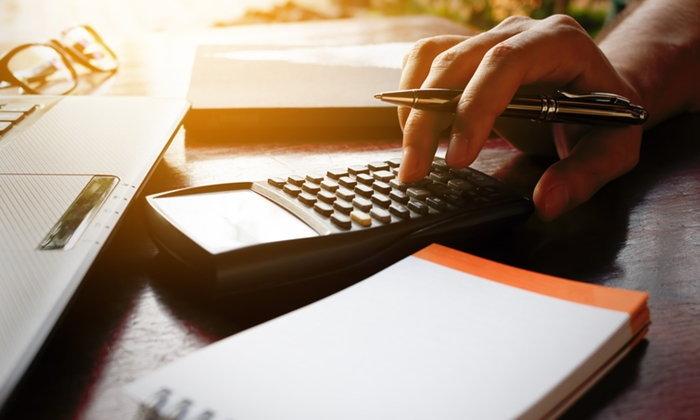 """คนจนแฮปปี้! เริ่มคืน """"ภาษีมูลค่าเพิ่ม"""" ให้บัตรคนจน 1 พฤศจิกายนนี้"""
