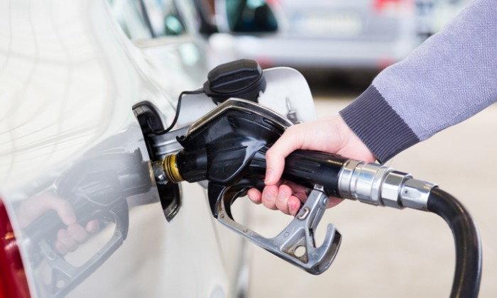 รัฐบาลช่วยลดราคาน้ำมันทางอ้อม ยอมเก็บเงินเข้ากองทุนเหลือ 10 สตางค์ต่อลิตร
