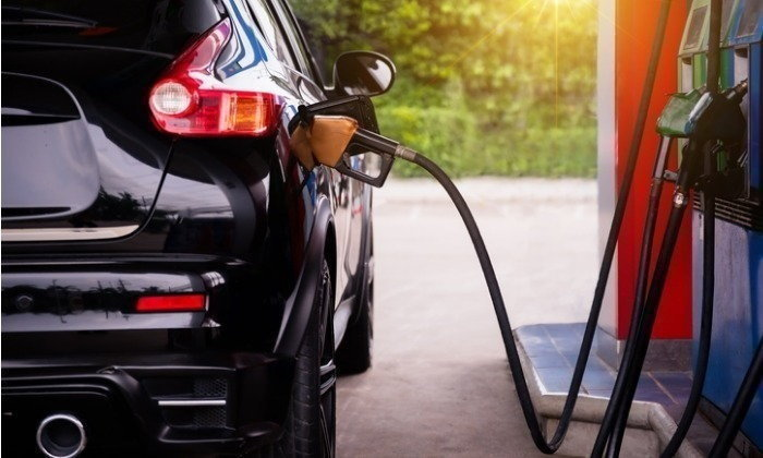ไปเฝ้าปั๊มน้ำมันพรุ่งนี้เลย! ราคาน้ำมันเบนซิน ลดลง 40 สตางค์ต่อลิตร