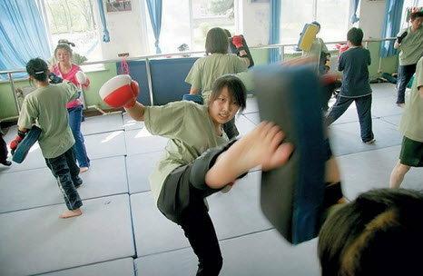 """""""บอดี้การ์ดหญิง"""" อาชีพที่สาวจีนรุ่นใหม่ ฝัน อยากเป็น"""