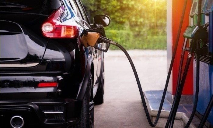 กลับบ้านสบายใจ! ราคาน้ำมันเบนซินพรุ่งนี้ ลดลง 40 สตางค์ต่อลิตร