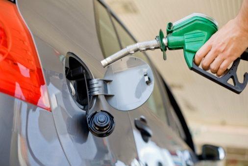 ปตท.– บางจาก ปรับลดราคาขายปลีกน้ำมันเบนซินและแก๊สโซฮอล์ทุกชนิด 60 สตางค์ต่อลิตร