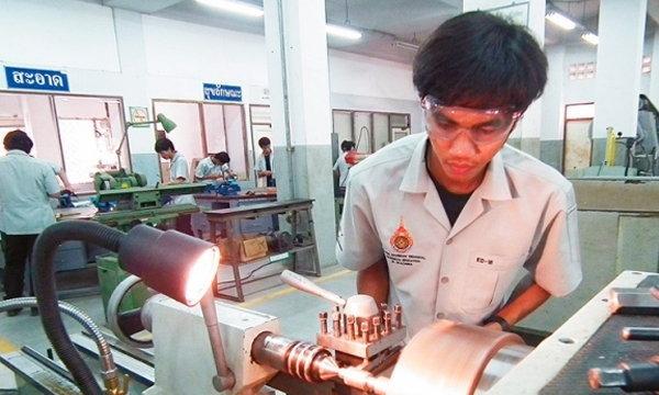 เผยตลาดแรงงานไทย ต้องการแรงงานอาชีวะ 5 ล้านคน ใน 5 ปี