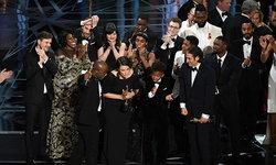 งงในงง! ออสการ์ประกาศผิด Moonlight ปาดหน้า La La Land คว้าหนังยอดเยี่ยม