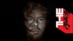 รีวิว McQueen กูตูร์แหกกรอบ และ รอยรุ่ยบนชีวิตของยอดดีไซน์เนอร์