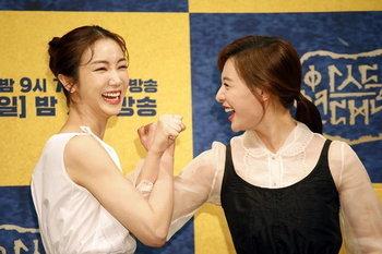 """บุกกรุงโซลสนทนากับ """"ซงจุงกิ"""" และเหล่านักแสดงนำในงานแถลงข่าว Arthdal Chronicles จาก Netflix"""