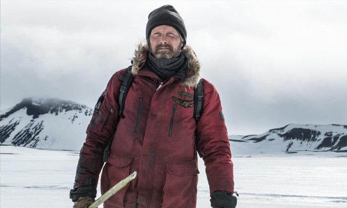 """""""แมดส์ มิคเคลเซน"""" ปะทะ """"ธรรมชาติ"""" ในหนังเอาชีวิตรอดสุดระทึก Arctic"""
