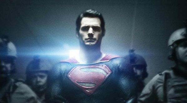 ซูเปอร์แมนถูกจับกุมบนใบปิดใหม่ของ Man of Steel