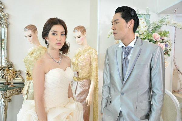 โม ยอมแต่งงานกับ หลุยส์ ตามคำขอของพ่อแม่