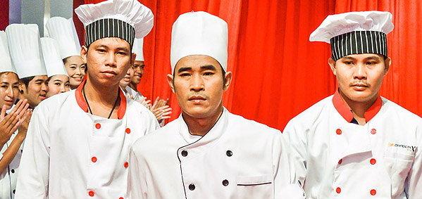 """ศึกถล่มบัลลังก์กระทะเหล็ก เจ้าแห่งตำนานอาหารจีน """"เชฟกระทะเหล็กไทย"""""""
