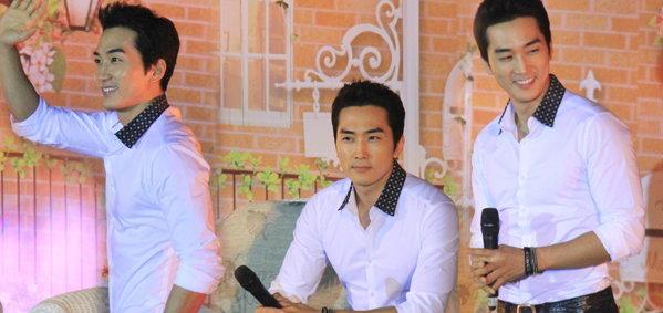น้ำตาซึม! พี่ชาย ซงซึงฮอน ปลื้มใจมิตติ้งในไทยครั้งแรก