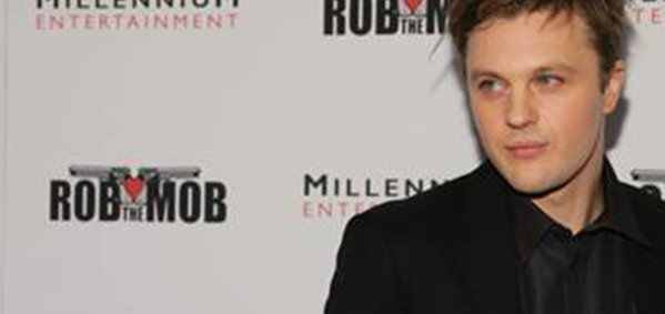 ไมเคิล พิตต์ คัมแบคอีกครั้งในหนังเกรียน Rob the Mob