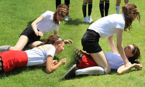 ประกาศสงคราม! ซาบีน่า-คารีสา เปิดศึกนัวกลางสนามฟุตบอล! Gossip Girl Thailand