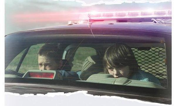 วิจารณ์หนัง COP CAR – อย่าแหยมกับรถตำรวจ