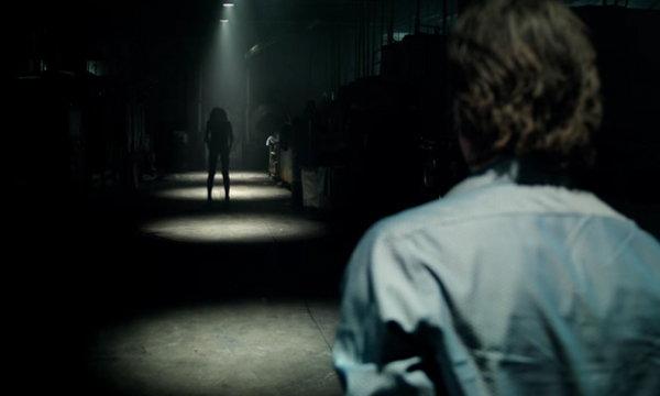 ถ้าแน่จริงอย่าดับไฟ! Lights Out หนังสยองที่คุณต้องกรี๊ดต่อจาก Conjuring