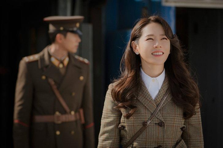 """พรรค เกาหลีใต้ ไม่ชอบใจ""""Crash Landing on You""""ตีแผ่มุมเกาหลีเหนือดีมากไป"""