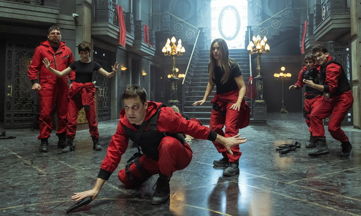 Netflix เผยภาพชุดแรกซีรีส์สุดระห่ำ Money Heist 5 ทรชนคนปล้นโลก