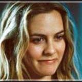 อลิเซีย  ซิลเวอร์สโตน จาก Stormbreaker พบ เซียนน่า  กิลลอรี่ จาก Eragon