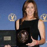 แคธรีน บิเกโลว์ แห่ง The Hurt Locker ผู้หญิงคนแรกที่คว้ารางวัล ผู้กำกับยอดเยี่ยม