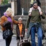 ครอบครัวสุขสันต์ ฮิวจ์ แจ็คแมน กับภรรยาที่แก่กว่าถึง 13 ปี