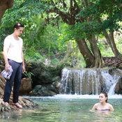 อนันดา-คิม เล่นน้ำตก