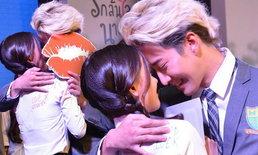 """แฟนคลับแห่กรี๊ด! ไมค์-ออม เปิดตัว """"Kiss Me"""" True4U จ่อรีเมคซีรีส์ดังเพียบ!"""