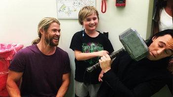 เมื่อ ธอร์ & โลกิ ออกไปเยี่ยมบรรดาเด็กๆในโรงพยาบาล