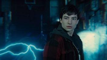 """สงสัยไหม แฟลช พูด """"กลับมาจากป่าช้า"""" ทำไมใน Justice League"""