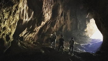 """ย้อนภาพ """"มะเดี่ยว ชูเกียรติ"""" เริ่มถ่ายหนัง """"The Cave"""" สุดหลอนที่ถ้ำหลวงตั้งแต่ปีที่แล้ว"""