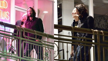 """""""ฉันมายินดีให้กับรักที่สดใส"""" Keanu Reeves เปิดตัวแฟนใหม่ในวัย 55 ปี"""