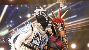"""""""ราศีธนู"""" ปาดหน้า """"ราศีมีน"""" คว้าแชมป์ The Mask จักรราศี เผยโฉมพร้อมกันทั้งคู่"""