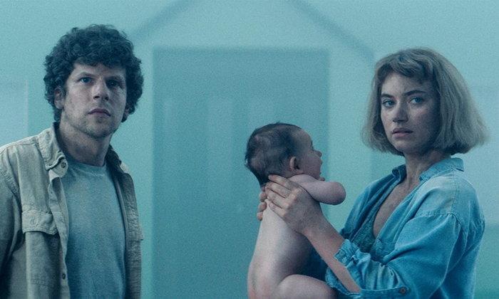 """ตัวอย่าง """"Vivarium"""" หนังระทึกขวัญไซไฟเรื่องใหม่ของ """"เจสซี่ ไอเซนเบิร์ก"""" ฉาย 25 มิ.ย.นี้"""
