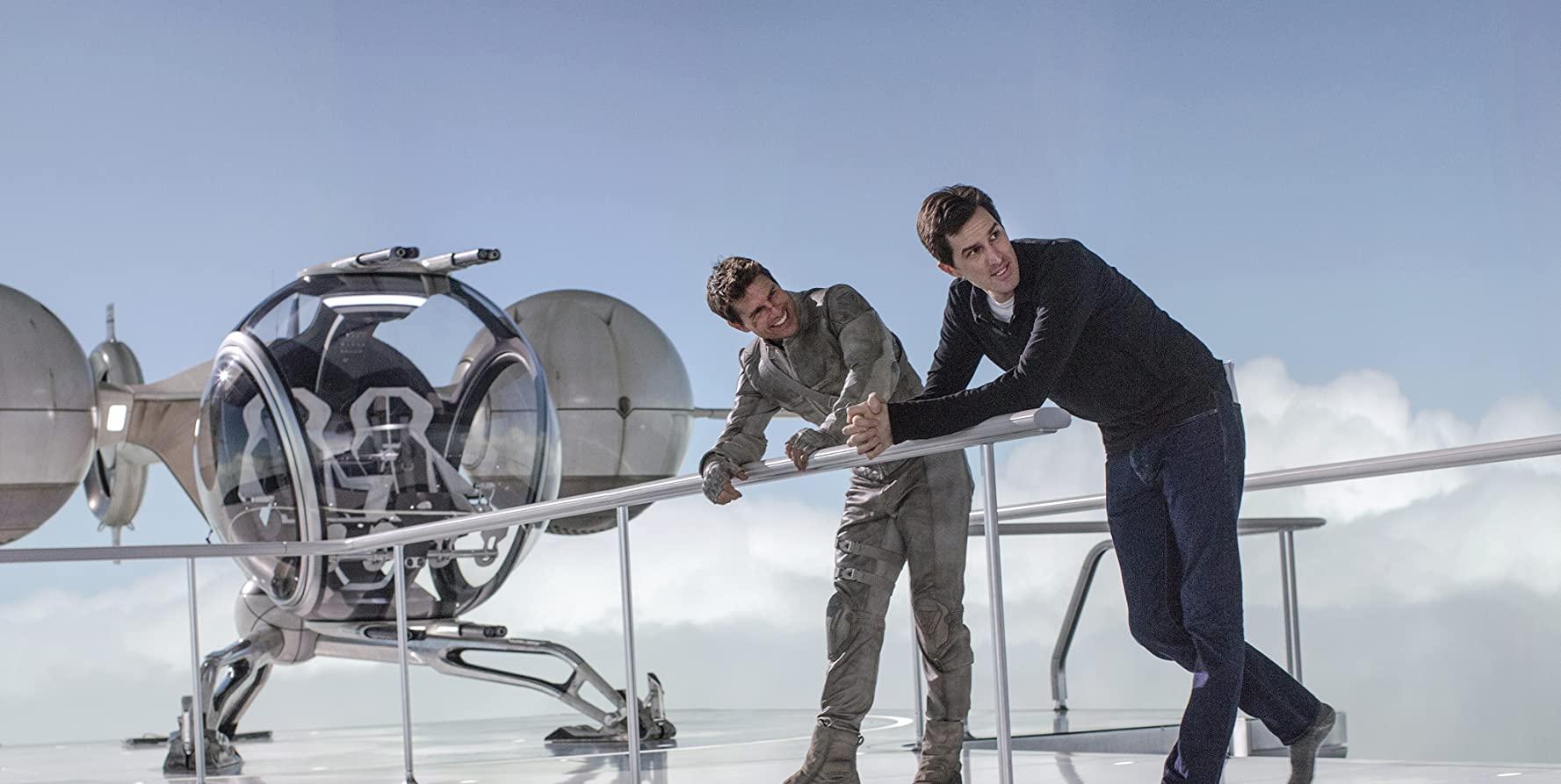 Tom Cruise and Joseph Kosinski in Oblivion (2013)