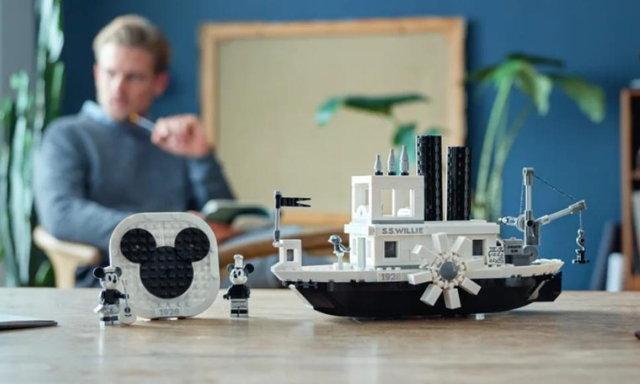 พามาป้ายยาสาวกดิสนีย์กับของเล่นใหม่จาก Lego Steamboat Willie set