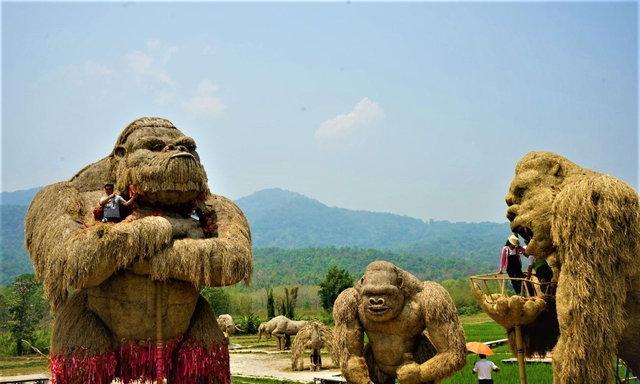 ไปคลายร้อนเซลฟี่กับหุ่นฟาง คิงคองยักษ์ พี่กวาง พี่ช้าง ที่ห้วยตึงเฒ่า กันดีกว่า...