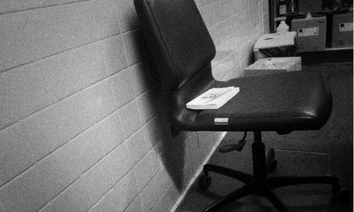 เก้าอี้ตัวเดิม ตอน เรื่องเล่าจากนอกโรค