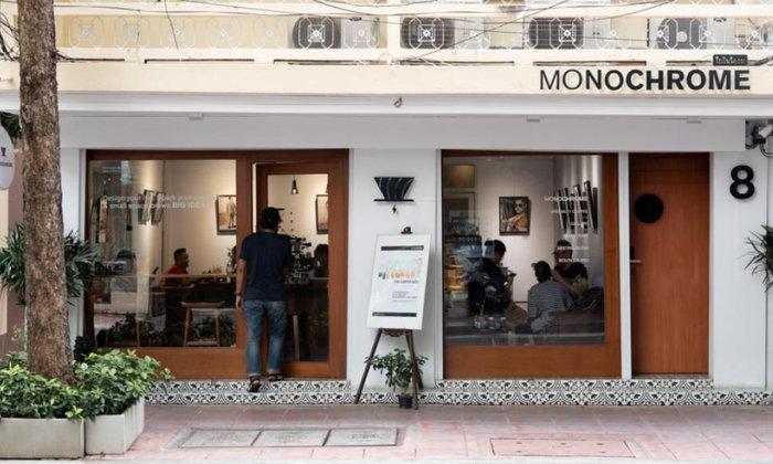 Monochrome Cafe คาเฟ่แกลเลอรีที่พร้อมจะจุดประกายไอเดียด้วยการชงกาแฟและแขวนงานศิลปะ