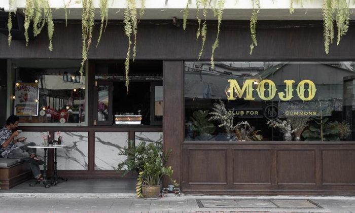 เปลี่ยนร้านโชวห่วยอายุกว่าครึ่งศตวรรษให้เป็นคาเฟ่ใหม่ในย่านเก่าชื่อ Mojo Old Town