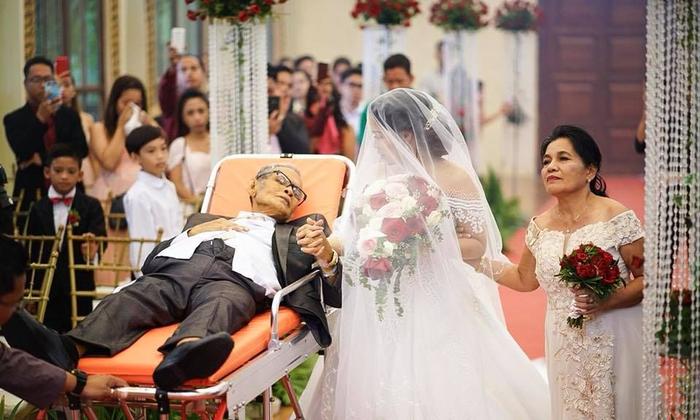เมื่อพ่อที่ป่วยหนัก อยากเห็นลูกสาวเป็นฝั่งเป็นฝาในงานแต่งงาน