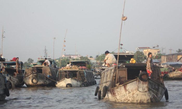 เกินเทอ ตลาดลอยลำเรือปากแม่น้ำโขง