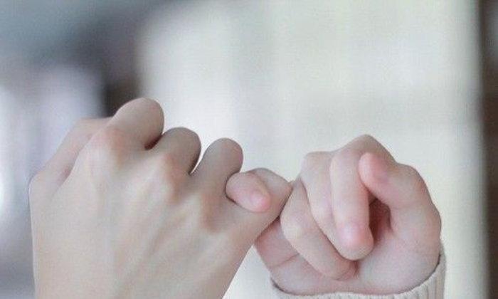 มือนั้น ที่เคยสัมผัส