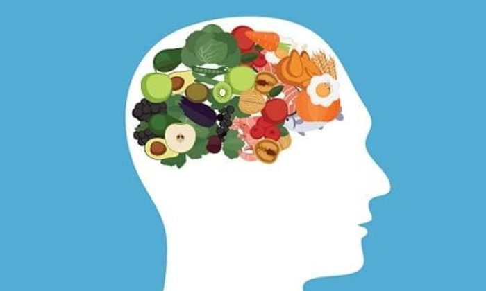 อาหารอะไรที่เพิ่มพลังสมองและอาหารอะไรที่ทำลายสมอง?
