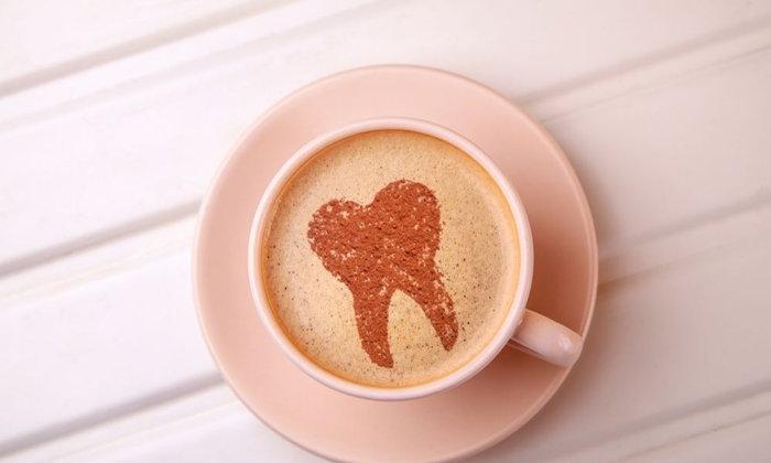 เลิกฟันเหลือง แบบไม่ต้องเลิกกินกาแฟ! ด้วยยาสีฟันสูตรฟันขาว+เทคนิคธรรมชาติ