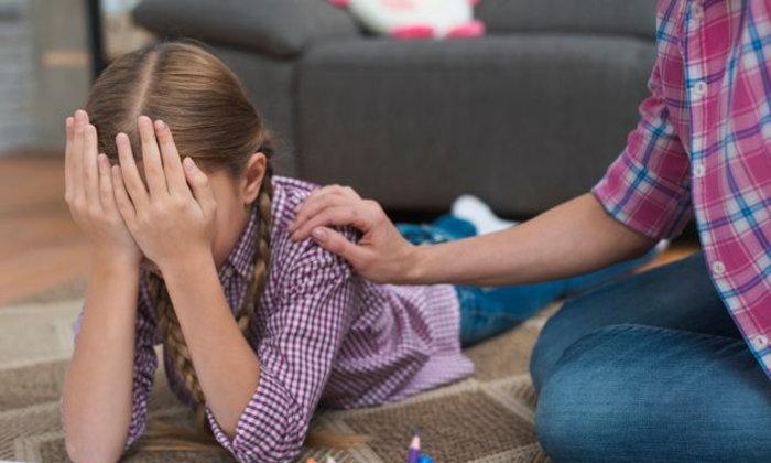เลี้ยงลูกวัยแรกรุ่น: จะทำอย่างไรเมื่อลูกของคุณทุกข์ใจเพราะอกหัก?