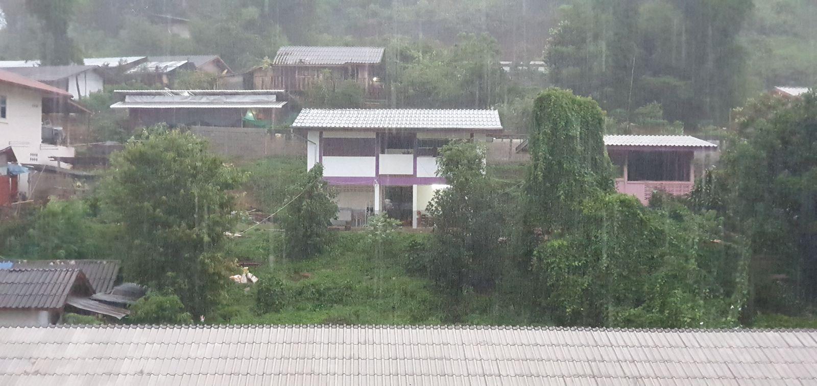ฝนตกที่หน้าผาก